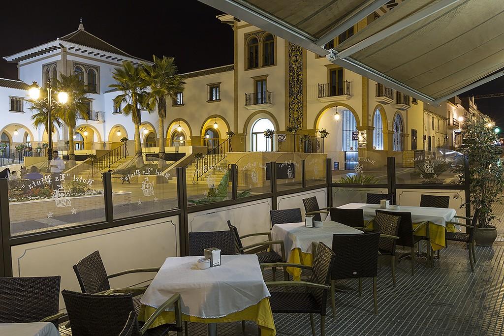 Terraza Cafeteria La Pinta 2